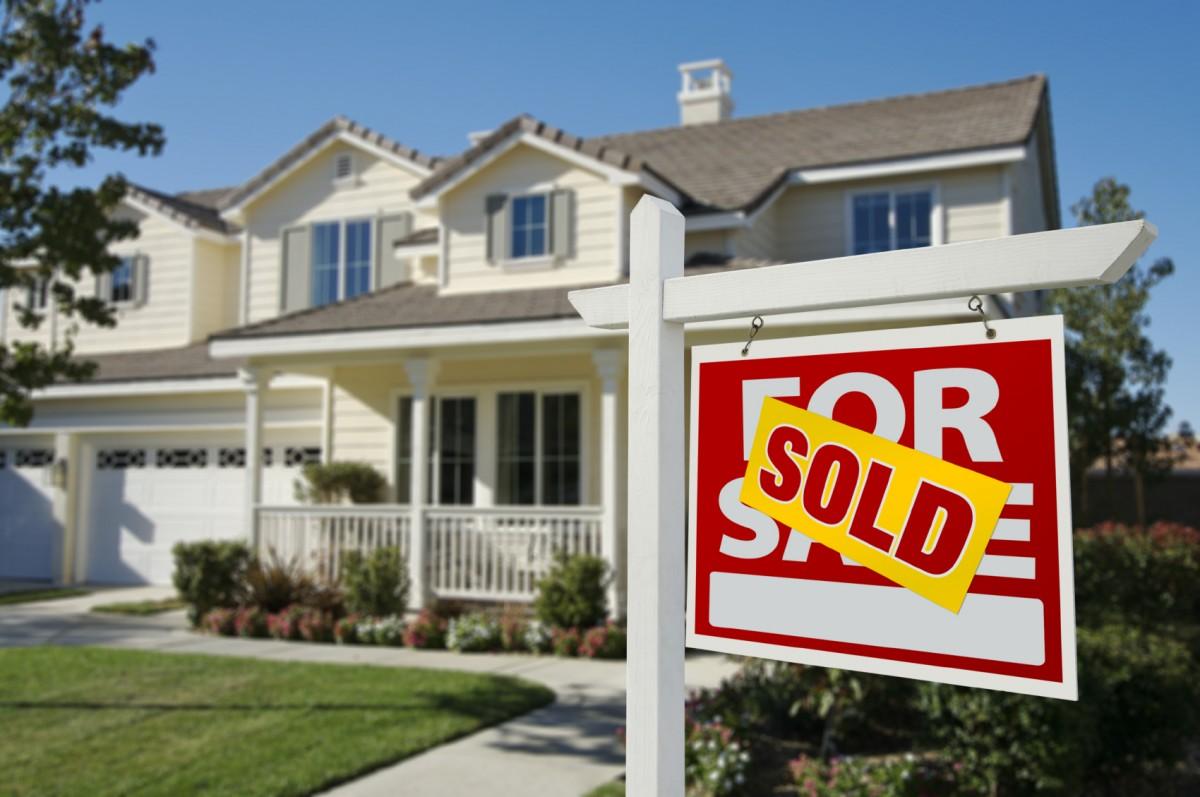 Stai pensando a vendere il tuo immobile da solo? Non farlo!  Perché quello degli agenti immobiliari è ancora un servizio di valore.