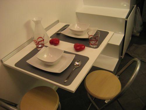 La casa pi piccola d 39 italia tecnologia e design in 7 mq - Quadri per sala da pranzo ...